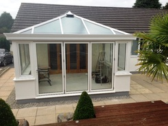 Livin room with aluminium bifold door