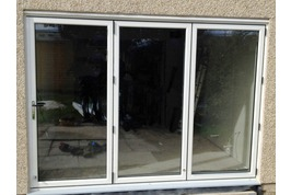 aluminium bifold door with concealed trickle vents